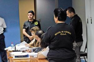 Mesa de los acusados en el juicio por la muerte del niño Brandon Páez Ortega
