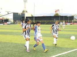Pese a no haber ganado en la última fecha, Moravia sigue en el primer lugar del fútbol femenino