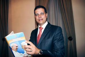 Fernando Sánchez dice estar orgulloso de presentar al pueblo de Costa Rica sus experiencias en la Santa Sede