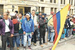 Un grupo de indígenas lideró la toma pacífica de la sede en Bogotá