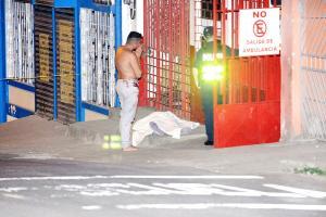 El cuerpo de Marín quedó tirado en la entrada de la Cruz Roja, su hermano fue quien lo llevó hasta ahí