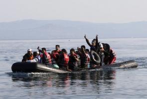 Un grupo de refugiados supuestamente procedentes de Siria desde Turquía, llegan a la costa de las islas griegas. EFE/Archivo