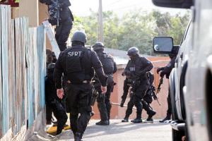 Agentes de Robo de Vehículos del OIJ allanaron ayer en la mañana en Aserrí y otros cuatro puntos