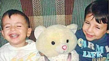 El pequeño Aylan Kurdi de 3 años y su hermano Galip de 5
