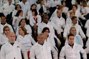 Cuba promete devolver los puestos de trabajo a los médicos emigrados que regresen Según el Minsap, Cuba posee más de 85.000 médicos y uno de los mejores indicadores del mundo según la cantidad de habi