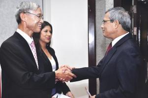 El embajador Chun Young Wook compartió con el fiscal general Jorge Chavarría