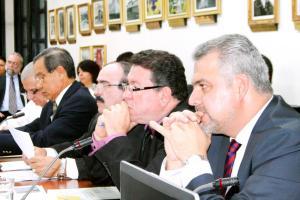 Carlos Segnini, ministro del MOPT, dio explicaciones a los diputados sobre el presupuesto 2016