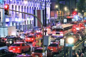 Así lucía San José al filo de las 6 p.m., un claro ejemplo de que el país debe mejorar la infraestructura vial en la capital