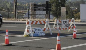 El presunto autor del tiroteo de Oregón se suicidó, según las autoridades Vista del colegio universitario de Umpqua cerrado en Roseburg, Oregon, Estados Unidos, el 2 de octubre de 2015. EFE