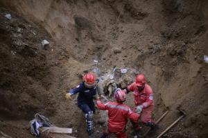 El encargado del puesto de control de la estatal Coordinadora Nacional para la Reducción de Desastres (Conred) en el lugar, Sergio Cabañas, indicó a Efe que el restablecimiento de las labores se produ