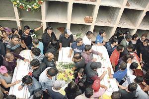 El pueblo se unió para sepultar a las víctimas