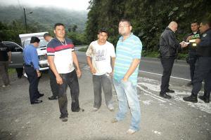 Los nicaragüenses estaban descalzos, mojados y sucios, así llegaron hasta la ruta 32 a pedir ayuda. Según ellos, policías los llevaron a ese sitio