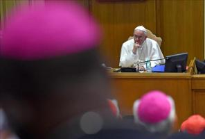 El Papa afirma que el Sínodo no es un Parlamento donde se llega a acuerdos El papa Francisco preside la 16ª reunión ordinaria del Sínodo de Obispos en el Vaticano, hoy, 5 de octubre de 2015. EFE