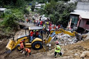El Gobierno declara tres días de duelo en Guatemala por alud que deja 131 muertos El acuerdo publicado hoy señala que la medida es