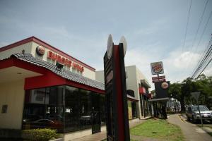 El cierre de los restaurantes es para cumplir con una orden judicial porque durante el último año la marca Burger King habría sido utilizada sin autorización.