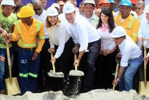 Arranca la construcción de la Línea 2 del Metro de Panamá, prevista para 2018 El presidente de Panamá, Juan Carlos Varela (c), junto a la diputada Katleen Levi (3i) y el gerente del Metro de Panamá, R
