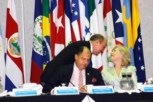 El presidente Solís dijo que se prepara para responder las denuncias contra sus subalternos sobre la libertad de comunicación