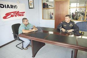 Francisco Cordero, subdirector de la Fuerza Pública de San José, escuchó el relato de Loáiciga sobre el robo del camión