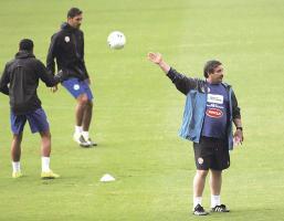 Óscar Ramírez recalcó que no hará experimentos, hoy le dará continuidad al grupo que jugó el último fogueo ante Uruguay. (Foto: David Barrantes)