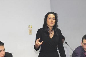 La abogada Cindy Morales durante la exposición de sus conclusiones