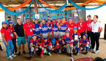 Los muchachos de la Escuela Las Parcelas de París, en Upala, son los monarcas del béisbol escolar. (Fotos: Eddis Gómez, corresponsal)