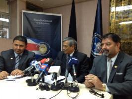 De izquierda a derecha, Javier Valerio, fiscal de Crimen organizado, Jorge Chavarria Fiscal General y Gustavo Mata ministro de seguridad.