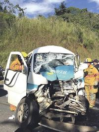 El vehículo de Movistar terminó hecho un puño