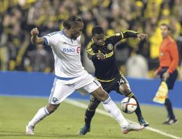 Waylon Francis enfrenta a Didier Drogba. El tico está muy cerca de llegar a la final de la MLS. (Foto: EFE)