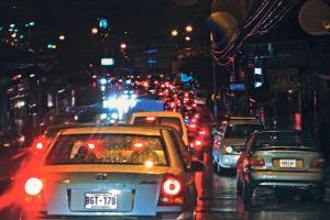 La Policía de Tránsito vigilará el estacionamiento de carros para evitar presas durante el viernes negro