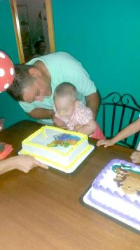 """""""Tito"""" con uno de sus hijos durante su cumpleaños"""