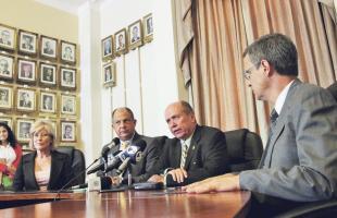 En el Salón Azul de la Asamblea Legislativa quienes están al frente de los tres poderes de la República prometieron rendir cuentas, transparencia y acceso a la información