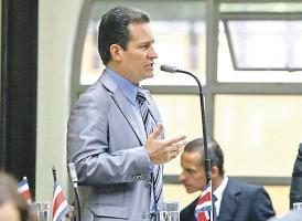 El diputado Luis Vásquez asegura que la presidenta de la JPS debería dedicarse a trabajar en las listas de espera de la CCSS