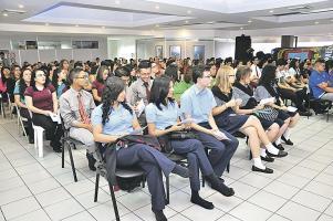 """El programa """"Persiguiendo Sueños"""" premia a los tres primeros promedios de 18 colegios públicos en el cantón josefino"""