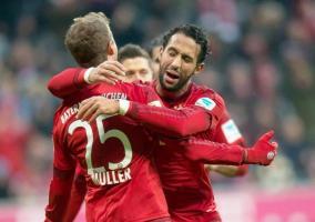 Thomas Müller celebra junto a sus compañeros de equipo tras marcar el primero gol del Bayern en la victoria contra el Hertha.