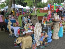 Los artesanos de Poás mostraron sus obras a los visitantes de la feria que continuará mañana domingo.