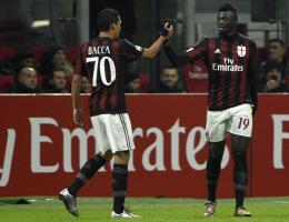 Mbaye Niang celebró con Carlos Bacca uno de los cuatro goles con los que el Milan derrotó a la Sampdoria.