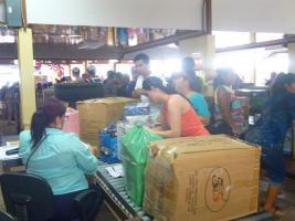 Miles de personas se acercan cada año a Golfito para realizar sus compras de Navidad