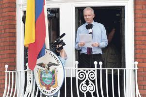 El gobierno británico asegura que extraditará a Assange si sale del recinto diplomático