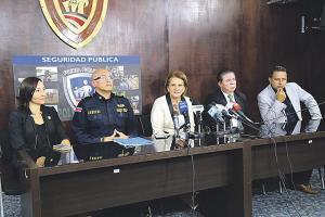 Dirigentes de la Unafut se reunieron con el director de la Fuerza Pública, Juan José Andrade, y la viceministra de Seguridad, María Fulmen, para analizar medidas con el fin de frenar la violencia en e