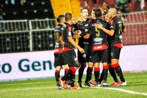 Alajuelense venció 4-2 al Santos y sigue arriba en la tabla de posiciones del Torneo Verano (Foto: David Barrantes)
