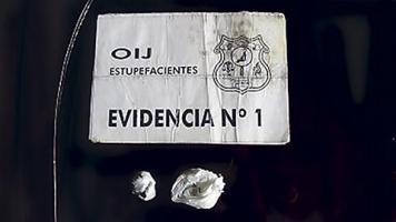Los agentes decomisaron varias dosis de marihuana