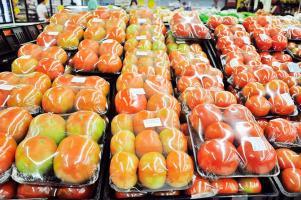 El tomate registró un aumento de casi el 50% para enero, de acuerdo con el INEC