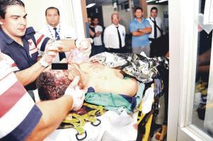 Al muchacho lo enviaron al centro médico tras volcarse en moto