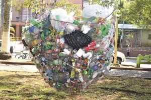 En Orotina están en sintonía con el ambiente. En el parque tienen una malla recolectora de envases reciclables.