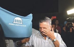 Jonny Araya no pudo contener las lágrimas al conocer su triunfo
