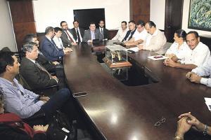 Taxistas y gobierno son viejos conocidos en la mesa de diálogo