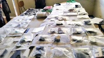 Todo tipo de accesorios para celulares y otros artículos se comercializan en la cárcel, pese a los decomisos que hace la policía