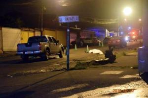 El cuerpo de Orozco quedó en via pública tras la balacera.