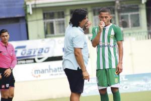 Horacio Esquivel es uno de los técnicos que más cree en el talento joven, hizo debutar a 15 jugadores en un año