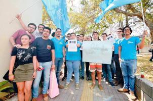 Un grupo de estudiantes protestó el 20 de abril por los cobros en el programa de posgrado, que por el momento están suspendidos. (Foto: Archivo)